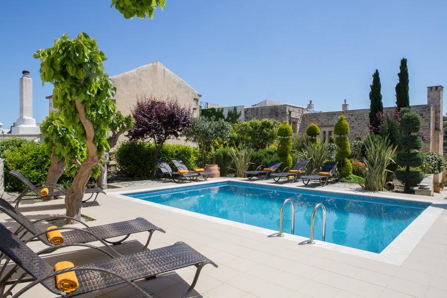 Arcus Suites | Pool & Garden