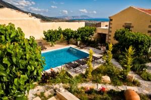 Eye view of pool & Garden06